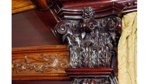 SA4102總督花車內部樑柱雕刻特寫照