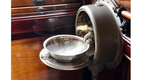 SA4102總督花車隱藏式洗手台特寫照