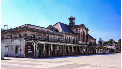 臺鐵臺中車站自1905年5月15日設站開始至2016年10月15日臺中鐵路高架化通車前所使用的站房建築。