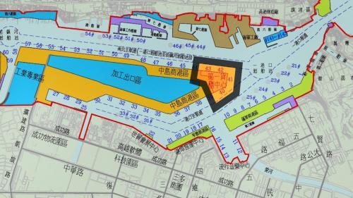 高雄港>第一貨櫃中心:位於中島新商港區第40至43號深水碼頭。