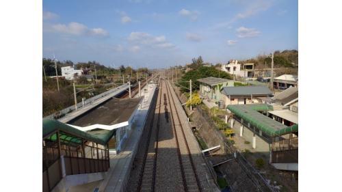 由大山車站俯瞰月台及縱貫線海線鐵道
