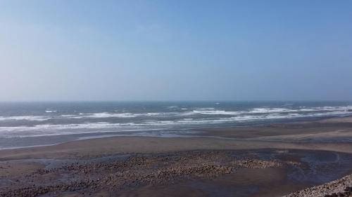新埔車站鄰近的新埔海堤遠景