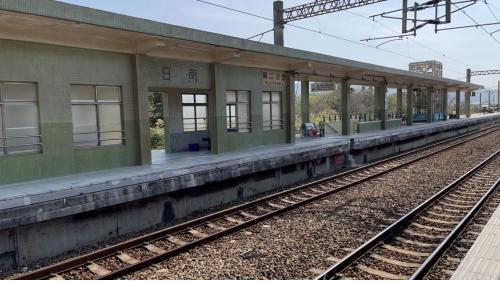 日南車站到大甲車站是單線運轉,以北是雙單線運轉
