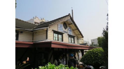 追分車站三角形屋頂及牛眼窗為海線五寶的共通各色