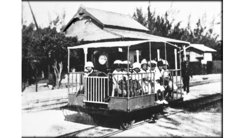 鹽水港製糖株式會社岸內驛學童搭乘小火車通學舊照