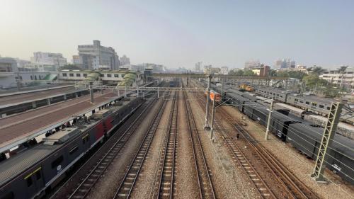 彰化車站月台上俯瞰