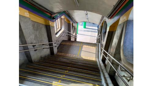通往彰化車站站外的出口照