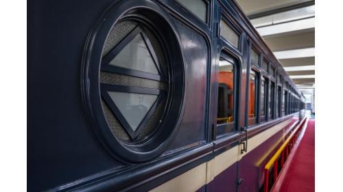 天皇花車車身,左邊窗戶為現存唯一台字窗