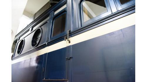 二戰後,改為總統專門座車,並進行若干改造,不久後車身改為臺鐵新標準的深藍色,並在車窗下加上白線。