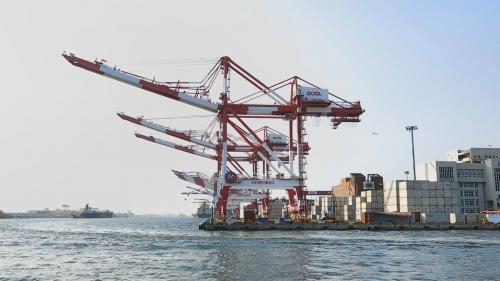 高雄港第二貨櫃中心:裝置有貨櫃起重機六座63-66號四座12公尺深水碼頭,位於前鎮區臨海工業特定區,並裝置貨櫃起重機6座