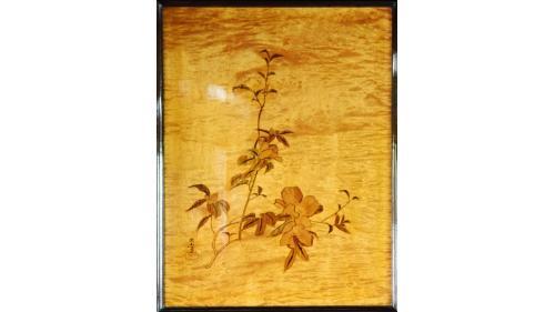 天皇花車主室內前後四壁鑲嵌日本明治時期知名畫家川端玉章的四季花卉圖。