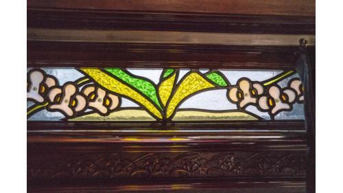 天皇花車彩繪玻璃氣窗特寫照