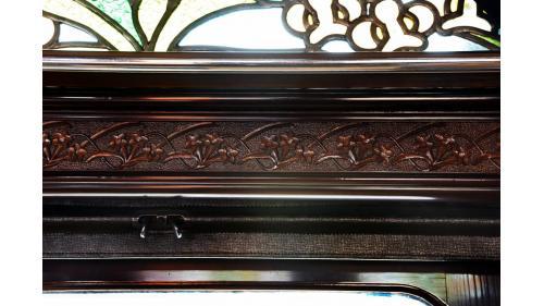 天皇花車周圍腰壁板的佐久間龍膽草雕刻特寫照