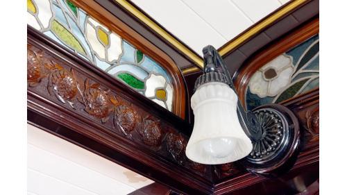天皇花車周圍腰壁板的兒玉菊雕刻特寫照