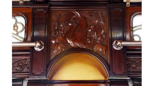 天皇花車餐室(臥室)壁板鑲嵌鳳凰雕刻特寫照