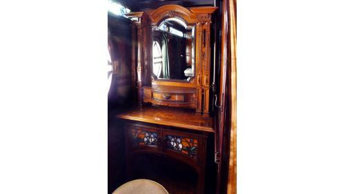 天皇花車內的梳妝室