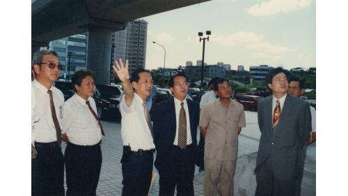 曾元一處長陪同台北市長陳水扁視察捷運淡水線工程