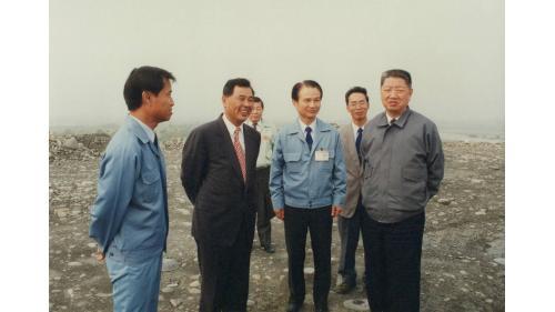 曾元一處長陪同輔導會主任委員楊亭雲上將巡視砂石廠高雄工場