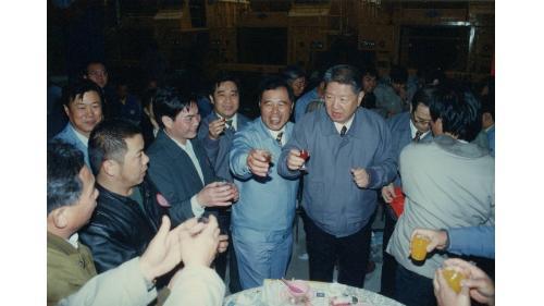 曾元一處長陪同主任委員楊上將視察中部工程