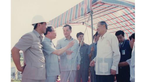 曾元一處長陪同李總統巡視大里溪工程