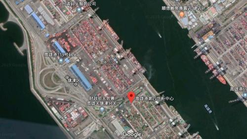 高雄港第四貨櫃中心位於旗津中心商港區,對面為第二貨櫃中心、前鎮漁港及第三貨櫃中心