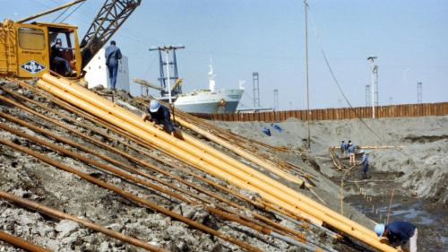 高雄港:高雄過港隧道由榮工處作引道開挖施工