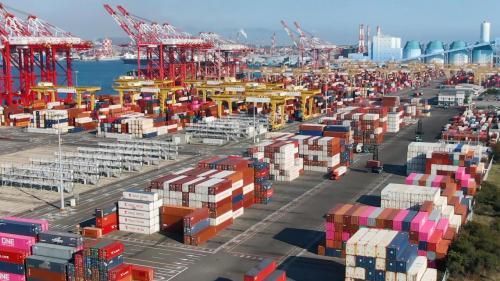 高雄港第六貨櫃中心及穀倉計畫完成後,不僅讓高雄港回復往日的榮景,甚至更上一層樓,躍升成全球最大的貨櫃港之一。