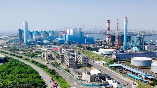 高雄港:大林發電廠建於1967年,早期是台灣唯一使用煤、油、天然氣三種燃料的火力發電廠。