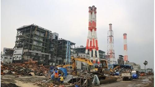 高雄港:大林電廠為因應石油危機,1984年第1、2號機將原本燒重油的機組改裝成為燒煤。同時也重建130公尺高的煙囪供1、2號機使用 1994年第6號蒸氣機組正式商轉