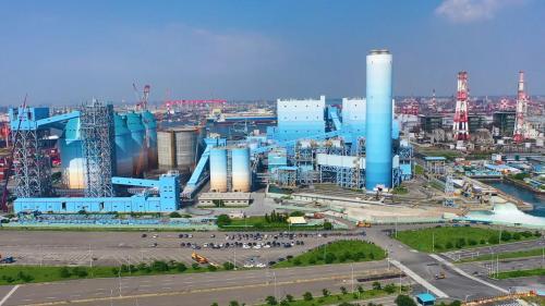 高雄港:大林發電廠隨著使用年限到來,第1號與2號機組已於2012年9月拆除。在原地新增2部單機裝置容量80萬千瓩超超臨界燃媒汽輪發電機組,已於2018年正式商轉
