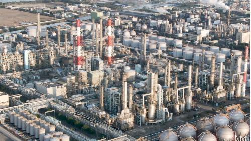 高雄港:中油大林煉油廠 1969年正式成立「高雄煉油廠–大林浦輸油站」