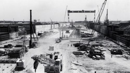 中國造船公司廠址設於高雄港第二港口。1974年開工,由榮工處與日本鹿島聯合承辦建廠工作,
