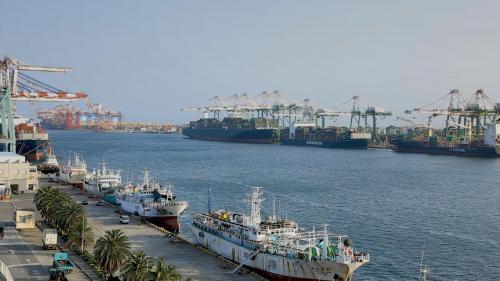 高雄港於1986年及1999年,貨櫃運輸量都躍居世界第三