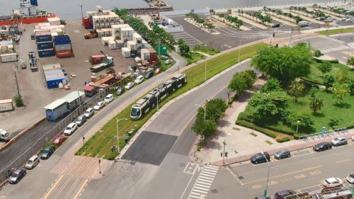 高雄輕軌  高雄港與捷運、輕軌等陸地運輸共構
