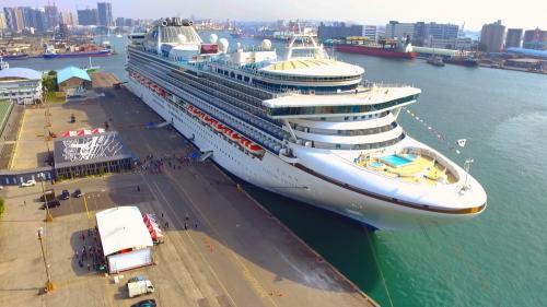 高雄港遊輪與捷運、輕軌等陸地運輸共構,讓郵輪旅客來到高雄旅遊更加輕鬆與便利。