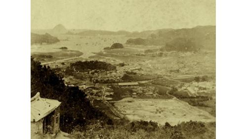 1896開發前基隆港鳥瞰圖,基隆港舊港時期港內有兩座小島