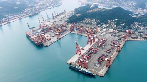 基隆港自1969年起,開始興建第一貨櫃基地,並逐期增闢第二、第三貨櫃基地