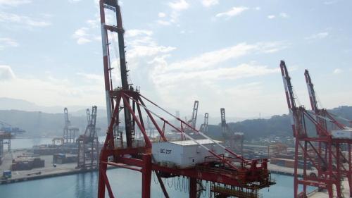 基隆港:1988年第三貨櫃場建造橋式起重機安裝工程