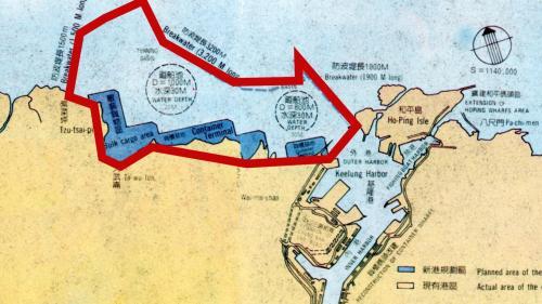 1980年代基隆港港埠值營運高峰,港務局在1980年代中期有提出在基隆港西岸外海興建「基隆超級深水港」計劃,但因難度過高未 能實施。左下圖為計劃中的新港位置。