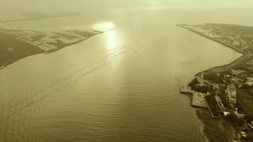 淡水港:淡水河河面寬廣,流速,流量穩定,全年不斷流。